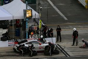 #912 Porsche GT Team Porsche 911 RSR - 19, GTLM: Laurens Vanthoor, Earl Bamber, Pit Stop