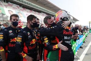 Max Verstappen, Red Bull Racing, 2nd position, celebrates with his team in Parc Ferme