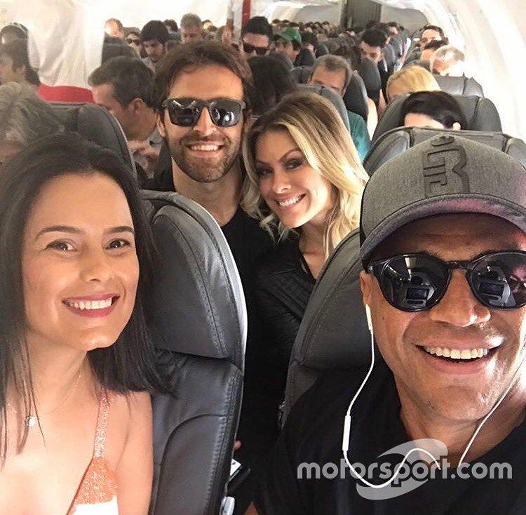 Átila Abreu e Denílson com suas companheiras