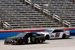 Kurt Busch, Chip Ganassi Racing, Chevrolet Camaro Monster Energy y Joey Gase, Petty Ware Racing, Ford Mustang