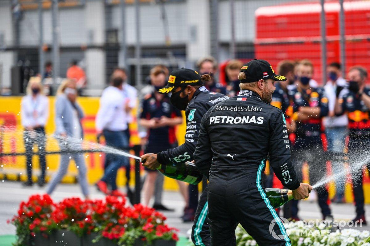 Valtteri Bottas, Mercedes-AMG Petronas F1 and Lewis Hamilton, Mercedes-AMG Petronas F1 spray champagne