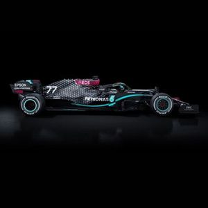 Mercedes W11 con decoración negra
