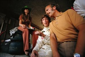 Йохен Риндт со своей женой Ниной и боссом команды Lotus Колином Чепменом