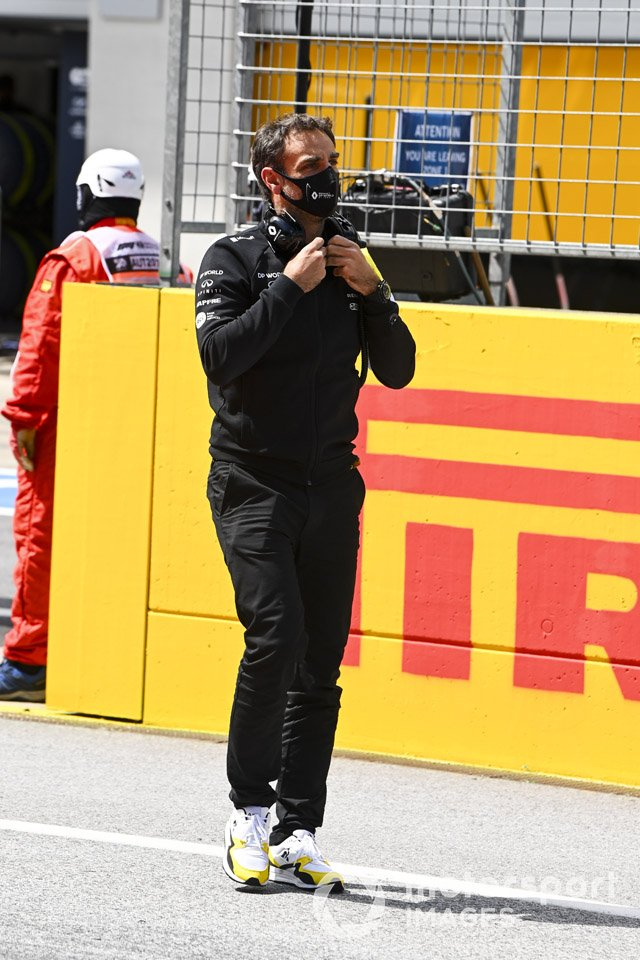 Cyril Abiteboul, Managing Director, Renault F1 Team on the grid