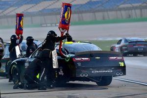 Vinnie Miller, B.J. McLeod Motorsports, Chevrolet Camaro Koolbox pit stop