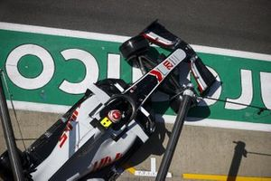 Kevin Magnussen, Haas VF-20, leaves the garage