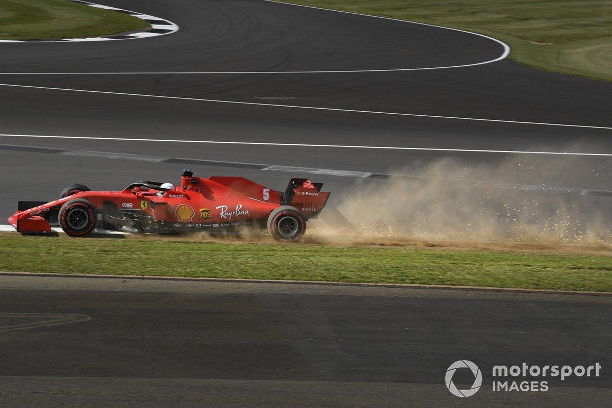Искры и пыль за Ferrari SF1000 Себастьяна Феттеля