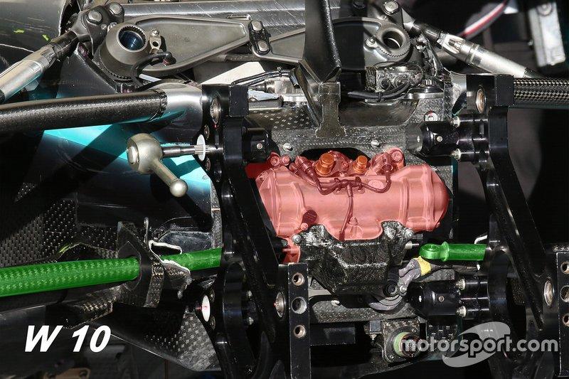 Dettaglio evidenziato della sospensione anteriore Mercedes AMG F1 W10