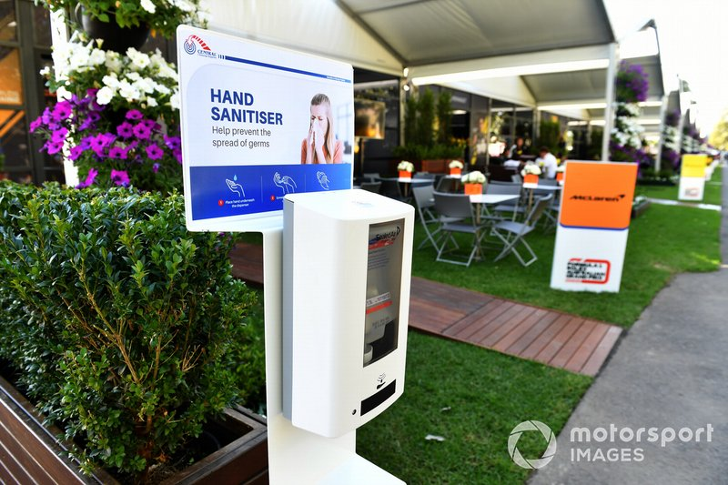 Dispensador de alcohol de manos en Albert Park