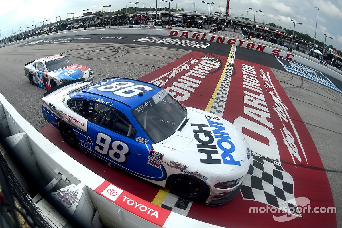 6. Chase Briscoe and Kyle Busch - Xfinity Darlington - 0.086s