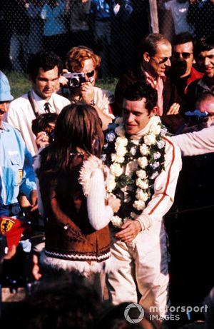 Yarış galibi Jacky Ickx, Ferrari ve eşi Catherine