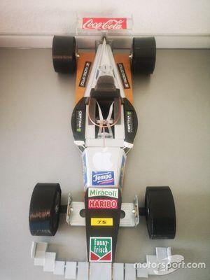 Formule 1-auto gebouwd door Sven Krieter, racing service technician bij Schuberth, tijdens lockdown