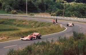 Jochen Rindt, Lotus 72C Ford seguido de Ignazio Giunti, Ferrari 312B