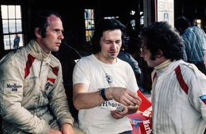 Peter Gethin y Jean-Pierre Beltoise, con el diseñador Tony Southgate