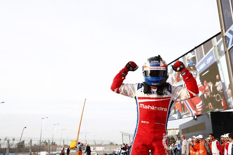 Ganador de la carrera Felix Rosenqvist, Mahindra Racing, celebra