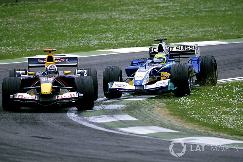 Felipe Massa, Sauber Petronas C24 tenta il sorpasso su David Coulthard, Red Bull Racing Cosworth RB1
