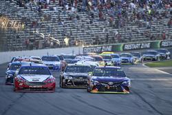 Denny Hamlin, Joe Gibbs Racing Toyota, Joey Logano, Team Penske Ford