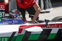 Daniel Abt, Audi Sport ABT Schaeffler es llevado a los pits