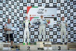 Podium : le vainqueur Caio Collet, SILBERPFEIL Energy Dubai, le deuxième David Schumacher, Rasgaira Motorsports, le troisième Sami Taoufik, SILBERPFEIL Energy Dubai