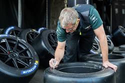 Aston Martin Michelin tyres
