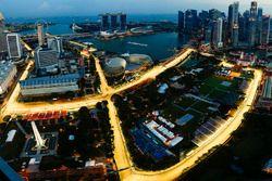 Vista de pájaro del iluminado Circuito Marina Bay Street