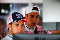 Sergio Perez, Force India, et Esteban Ocon, Force India