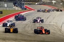 Fernando Alonso, McLaren MCL32, Carlos Sainz Jr., Renault Sport F1 Team RS17, Felipe Massa, Williams