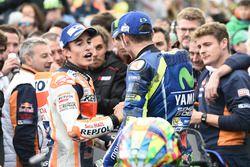 Ganador de la carrera Marc Márquez, Repsol Honda Team, segundo lugar Valentino Rossi, Yamaha Factory