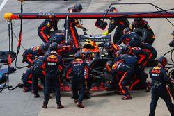 Max Verstappen, Red Bull Racing RB14, maakt een pitstop