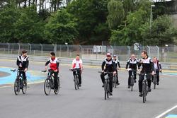 Alexander Wurz, Fernando Alonso, Sébastien Buemi, Kazuki Nakajima, Toyota Gazoo Racing bike the trac