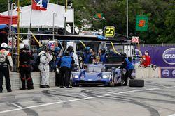 #90 Spirit of Daytona Racing Cadillac DPi, P: Matt McMurry, Tristan Vautier, pit stop