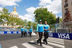 Oliver Turvey, NIO Formula E Team, fait le tour du circuit à pied