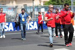 Felix Rosenqvist, Mahindra Racing, fait le tour du circuit à pied