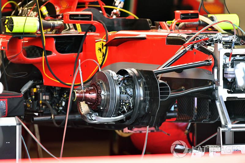 Détails d'une roue avant de la Ferrari SF71H