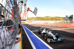 Lewis Hamilton, Mercedes F1 W05 Hybrid, takes the chequered flag