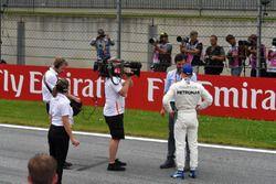 Pole sitter Valtteri Bottas, Mercedes-AMG F1 talks with Mark Webber, in parc ferme