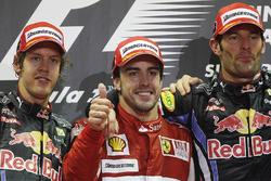 Подиум: победитель гонки Фернандо Алонсо, Ferrari, второе место – Себастьян Феттель, Red Bull Racing, третье место – Марк Уэббер, Red Bull Racing