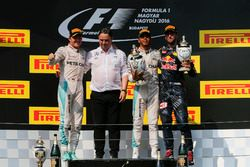 Podium: second place Nico Rosberg, Mercedes AMG F1, Ron Meadows, Mercedes AMG F1 Team Manager, race