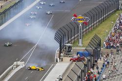 Helio Castroneves, Team Penske Chevrolet choque