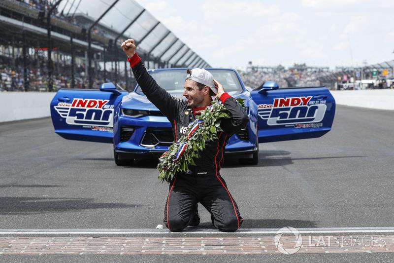 Il vincitore Will Power, Team Penske Chevrolet bacia i mattoni