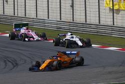 Fernando Alonso, McLaren MCL33 Renault, leads Lance Stroll, Williams FW41 Mercedes, and Esteban Ocon, Force India VJM11 Mercedes