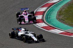 Lance Stroll, Williams FW41 et Esteban Ocon, Force India VJM11
