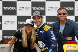 Alexander Rossi, Andretti Autosport Honda with friend Liza Markle and father