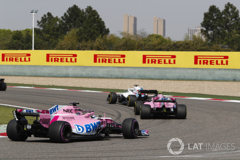 Lance Stroll, Williams FW41 Mercedes, Esteban Ocon, Force India VJM11 Mercedes, y Sergio Perez, Force India VJM11 Mercedes