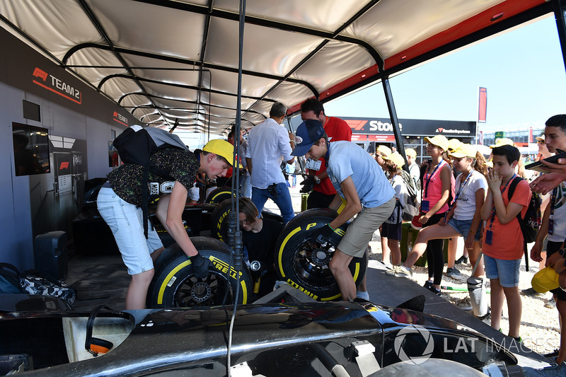 Fans and tyre changing challenge