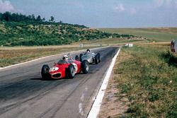Giancarlo Baghetti, Ferrari 156, precede Dan Gurney, Porsche 718
