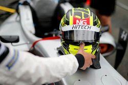 Шлем гонщика Hitech Bullfrog GP Энаама Ахмеда