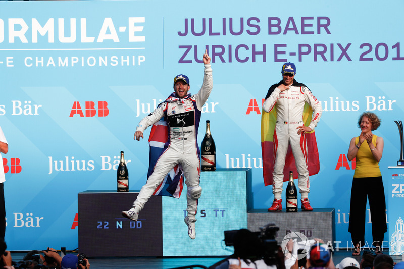 Lucas di Grassi, Audi Sport ABT Schaeffler, ganador del ePrix de Zurich 2017/2018, con Sam Bird y Jerome d'Ambrosio