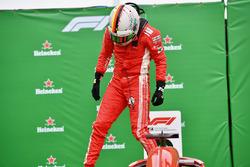Racewinnaar Sebastian Vettel, Ferrari in parc ferme