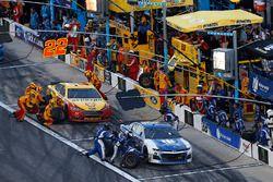 Alex Bowman, Hendrick Motorsports Chevrolet Camaro, Joey Logano, Team Penske Ford Fusion